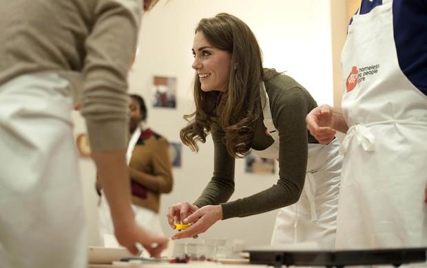 Kate Middleton aprende a cozinhar em Londres (Foto: Agência Reuters)