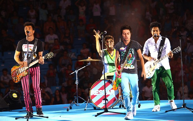 Restart toca em show da Xuxa (Foto: Iwi Onodera/EGO)