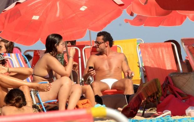 Fred curte praia no Rio (Foto: Wallace Barbosa/AgNews)
