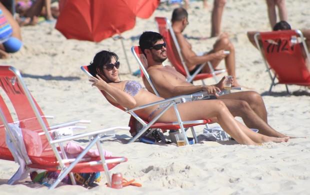 Luciana Picorelli estava acompanhada de um rapaz (Foto: Rodrigo dos Anjos/Agnews)