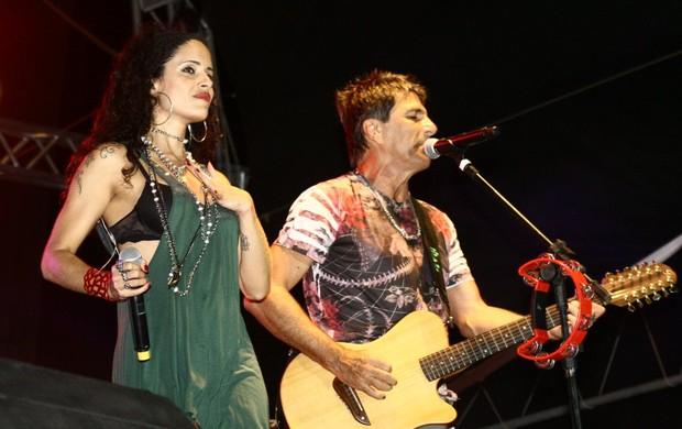 Evandro Mesquita canta com a filha (Foto: Marcos Porto/PhotoRioNews)