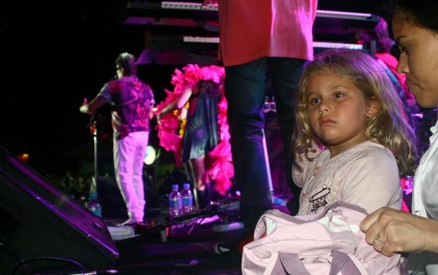 Filha de Evandro Mesquita confere show do pai (Foto: Marcos Porto/PhotoRioNews)