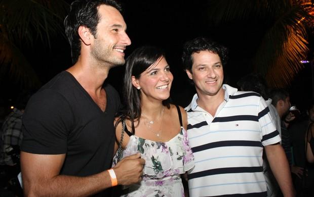 Rodrigo Santoro, Carol Sampaio e Marcelo Serrado (Foto: Henrique Oliveira / Photo RioNews)