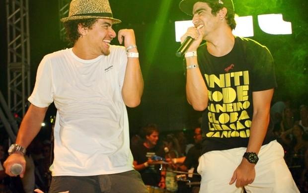 Trio Ternura e Caio Castro cantam 'Ai, se eu te pego' (Foto: Facebook / Reprodução)