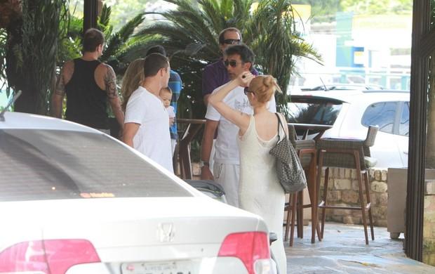 Danielle Winits almoça com Marcos Pasquim em churrascaria carioca (Foto: Delson Silva / Ag News)