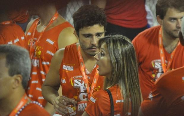 Thiago Rodrigues discute com a namorada (Foto: Roberto Teixeira / EGO)