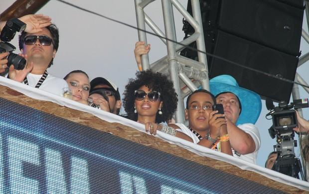 Sheron Menezzes no trio de Ivete Sangalo (Foto: Dilson Silva e Gabriel Rangel/AgNews)
