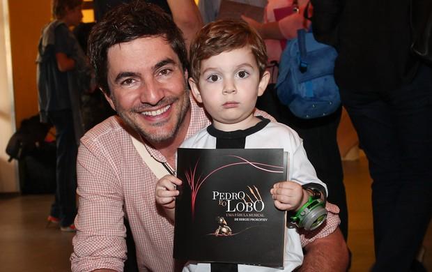 Rodrigo Veronese com o filho Gael (Foto: Manuela Scarpa/Photo Rio News)