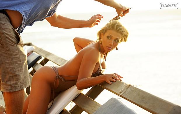 A ex-BBB Fabiana posa para o Paparazzo (Foto: Luciana Tancredo / Cia da Foto)