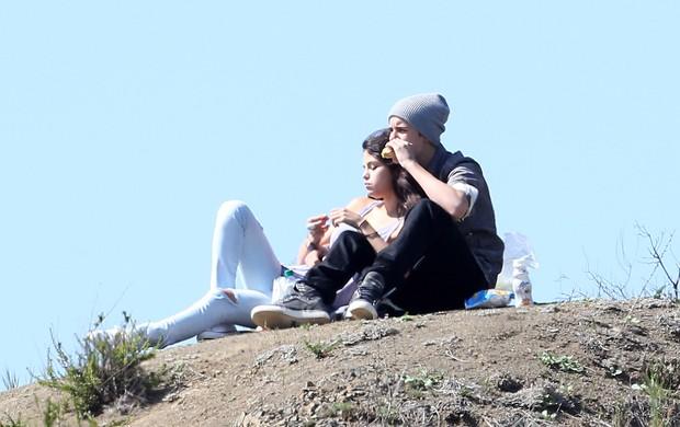 Justin Bieber e Selena Gomez curtem piquenique romântico em Los Angeles (Foto: Grosby Group)