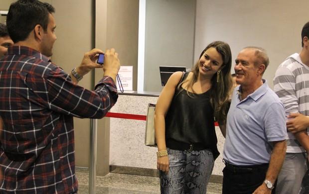 Renato Aragão passeia com a família em shopping do Rio (Foto: Marcus Pavão / AgNews)