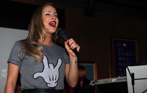 Claudia Leitte em pocket show (Foto: Iwi Onodera/EGO)