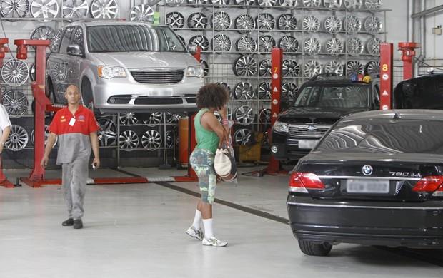 Adriana Bombom em loja de car center na Barra da Tijuca,RJ (Foto: Delson Silva / AgNews)