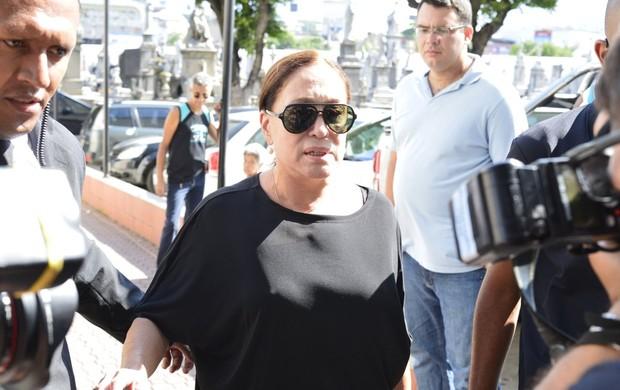 Suzana Vieira chega a velório e Marcos Paulo (Foto: Andre Muzell / AgNews)