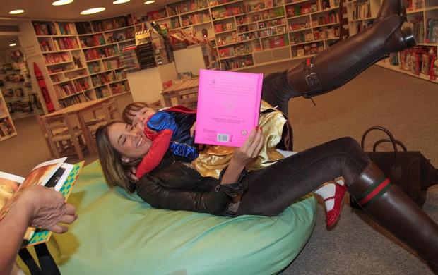 Rafa Justus e Ticiane Pinheiro se divertem em livraria (Foto: Danilo Carvalho e Thais Aline/AgNews)