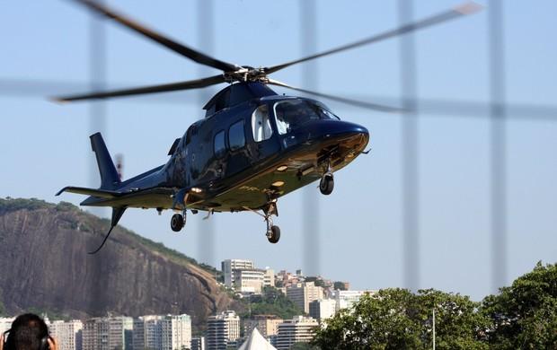 Depois de visitar Vigário Geral, Madonna volta de helicóptero (Foto: JC Pereira e Gil Rodrigues/ FotoRio News)