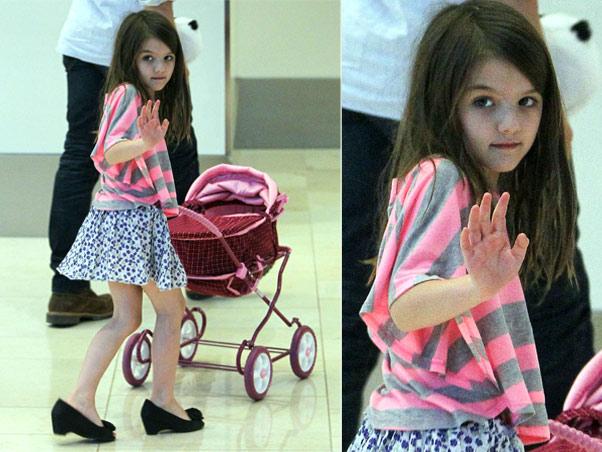 A hors concours em estilo, Suri Cruise, filha de Tom Cruise e Katie Holmes, não dispensa um sapatinho de salto