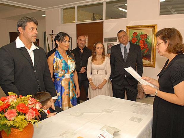 Alexandre Frota, com Enzo por perto, e Fabiana Rodrigues ouvem a juíza