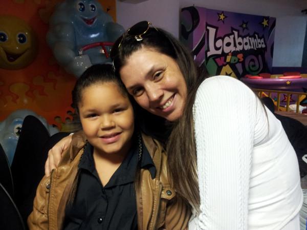 Simony e a filha Aisha (Foto: Reprodução / Twitter)