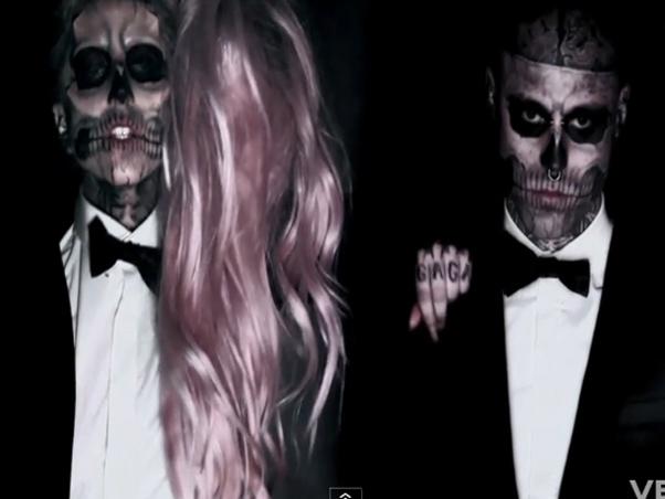 participar de um clipe de Lady Gaga e por ter o corpo todo tatuadoZombie Boy Lady Gaga