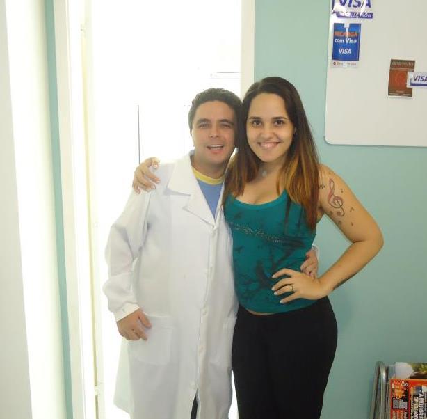 Perlla no dentista - 28/10/2011 (Foto: Divulgação)