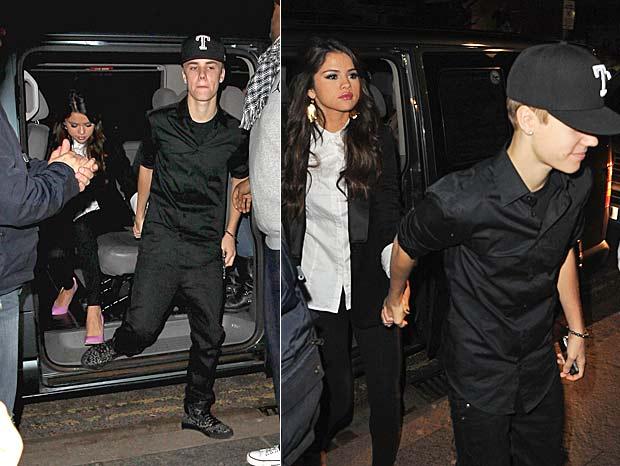 Selena Gomez e Justin Bieber chegam juntinhos ao EMA (Foto: Getty Images)