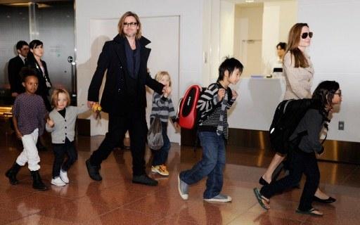 Angelina Jolie tem uma grande família: três adotivos - Maddox, Pax, Zahara - e mais três biológicos: Shiloh, Knox e Vivienne.