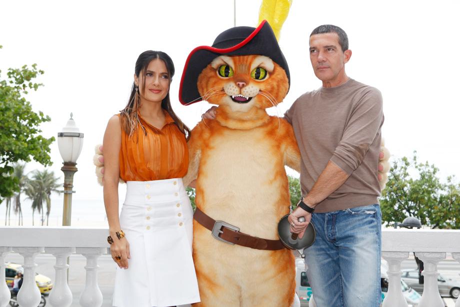 Salma Hayek e Antonio Banderas divulgam o filme 'Gato de Botas' em coletiva de imprensa no Copacabana Palace