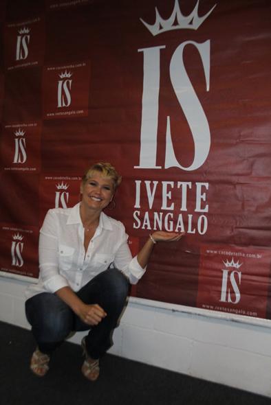 Xuxa vai ao show de Ivete Sangalo no Rio de Janeiro (Foto: Daniel Delmiro/Ag. News)