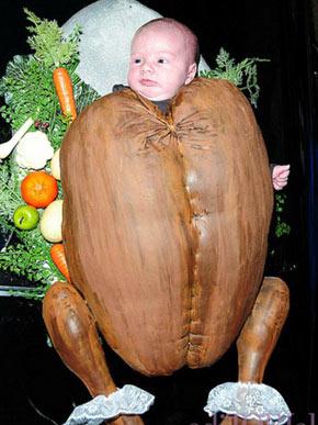 Tori Spelling fantasia a filha, Hattie, de peru (Foto: Reprodução/Site Oficial)