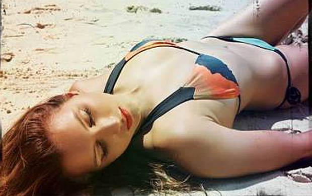 Maya Gabeira posa para grife de moda praia (Foto: Flavio Zangrandi/Divulgação)