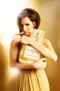 Deborah Secco na propaganda de perfume que leva seu nome (Foto: Divulgação)