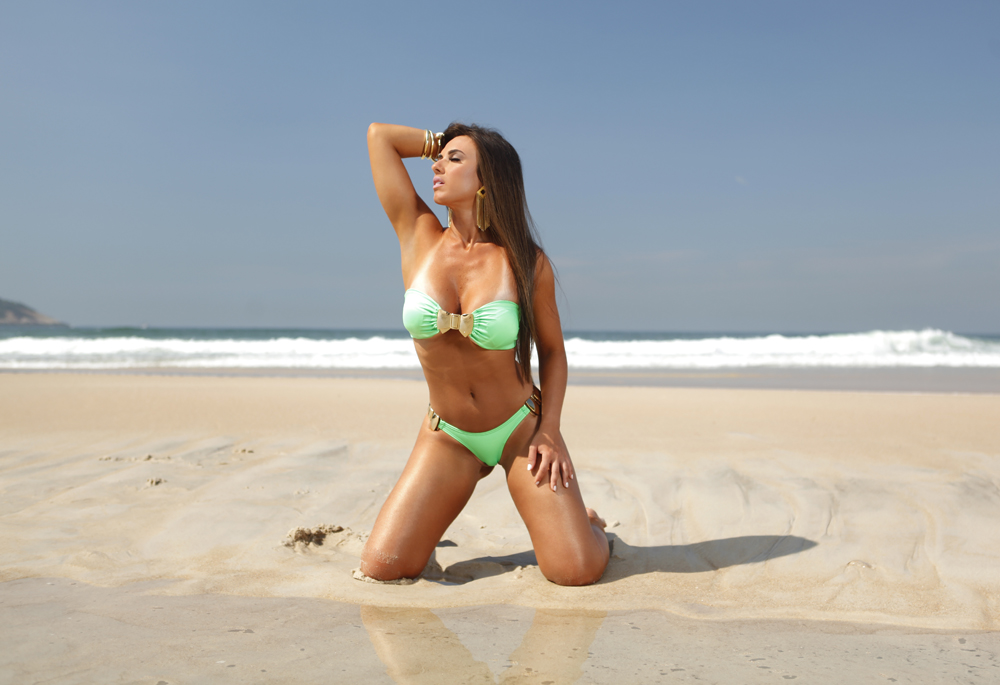 A marca Nicole Bahls conta com modelos tomara que caia