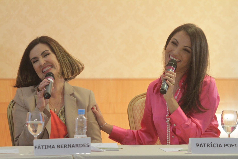 Fátima Bernardes e Patrícia Poeta durante coletiva de imprensa no Rio