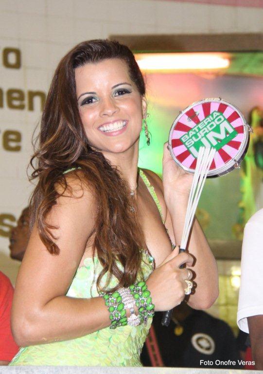 Renata Santos no ensaio da Mangueira (Foto: Ag. News/Onofre Veras)