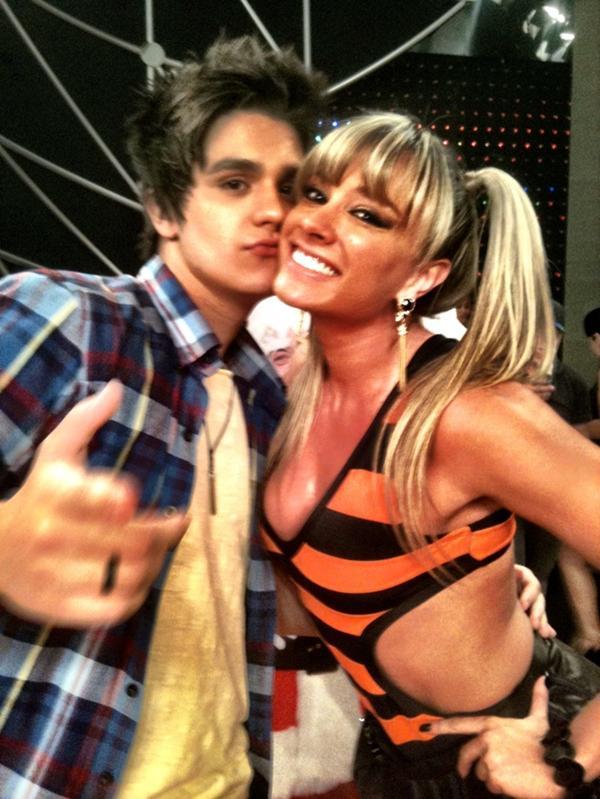 """Juju Salimeni e Luan Santana, nos bastidores do """"Legendários"""" (Foto: Reprodução / Twitter)"""