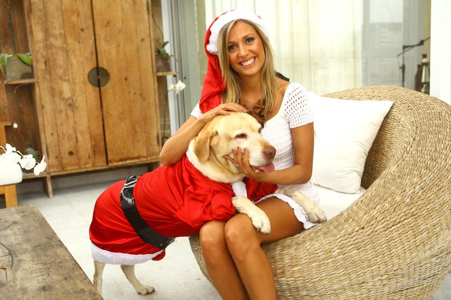 Luisa Mell posou com seus cachorros em clima natalino