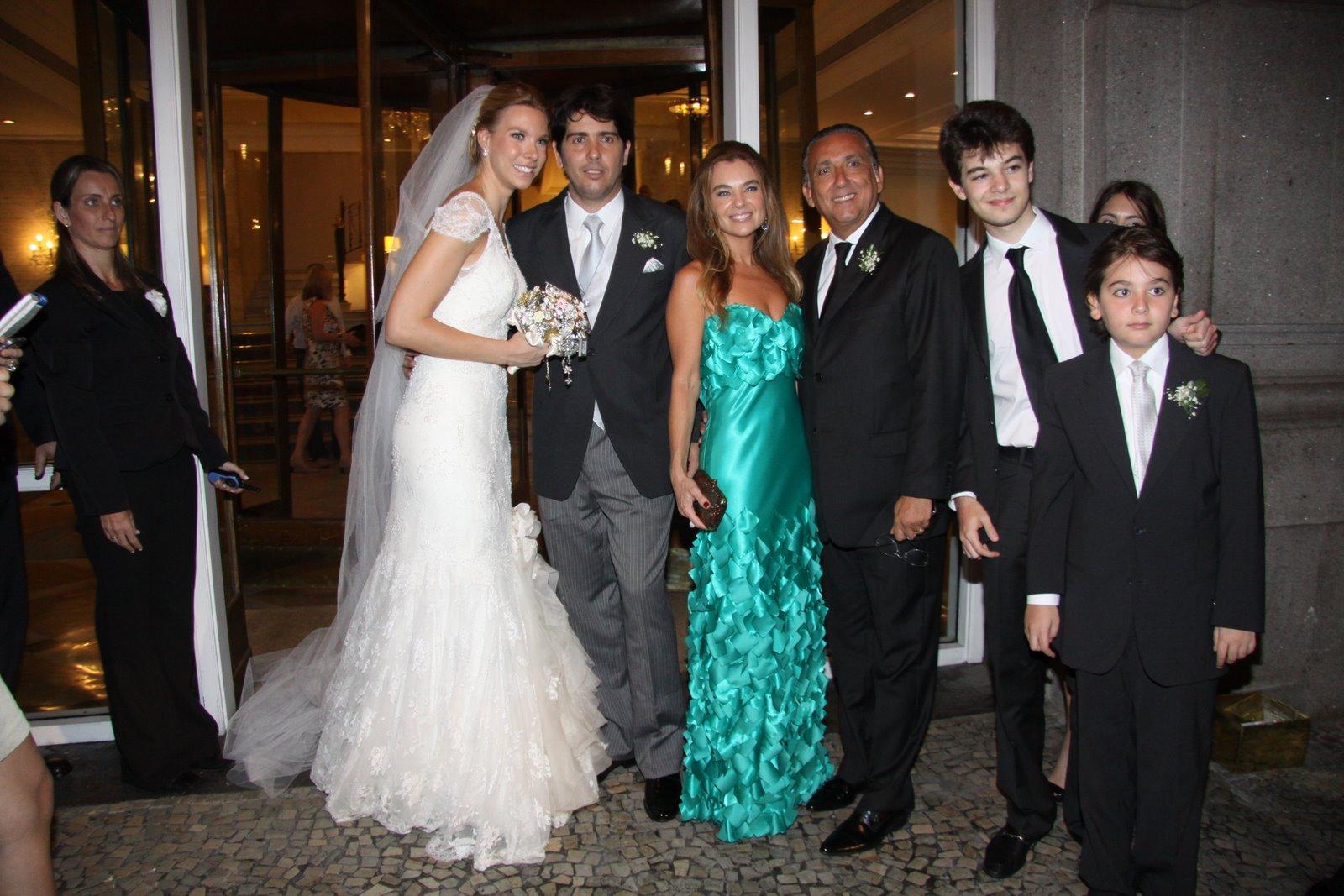 Galvão Bueno com os noivos e família