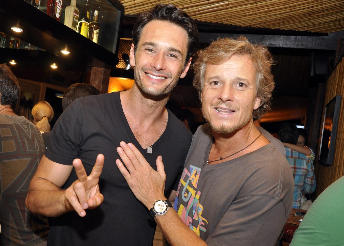 Rodrigo Santoro e Marcello Novaes na festa da pousada Zé Maria