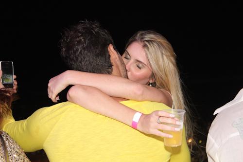 Barbara Evans dá beijo em Lucas (Foto: Divulgação)