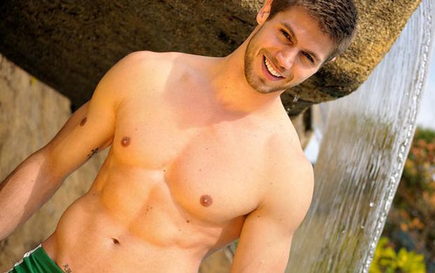Jonas Sulzbach fez um ensaio quando se elegeu Mister Brasil 2010