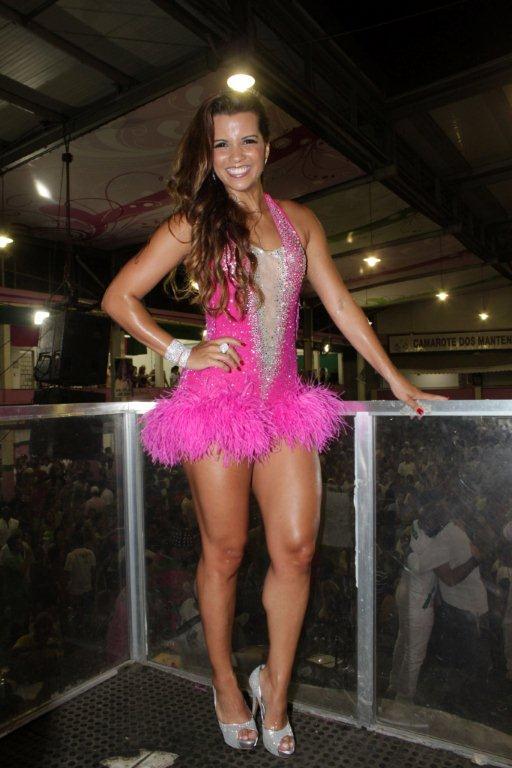 Renata Santos na quadra da Mangueira, no Rio (Foto: Fábio Martins / Ag. News)
