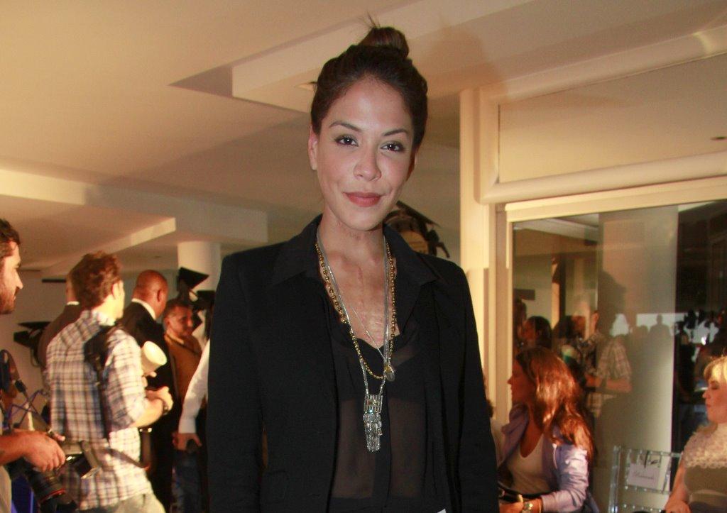 Julia Almeida prestigiou o desfile da marca Patrícia Vieira, que abriu o Fashion Business...