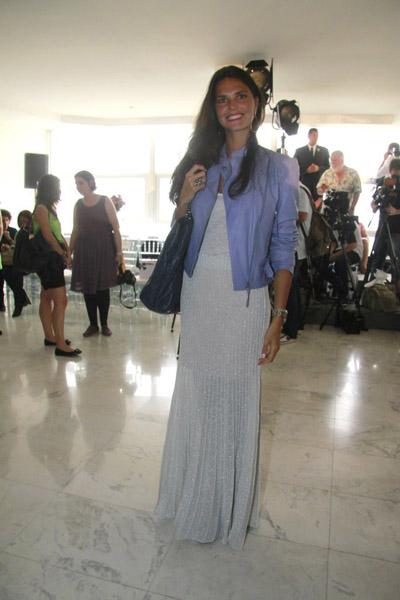 Daniella Sarahyba: longo de lurex em cima da tendência, suavizado pela jaqueta lavanda