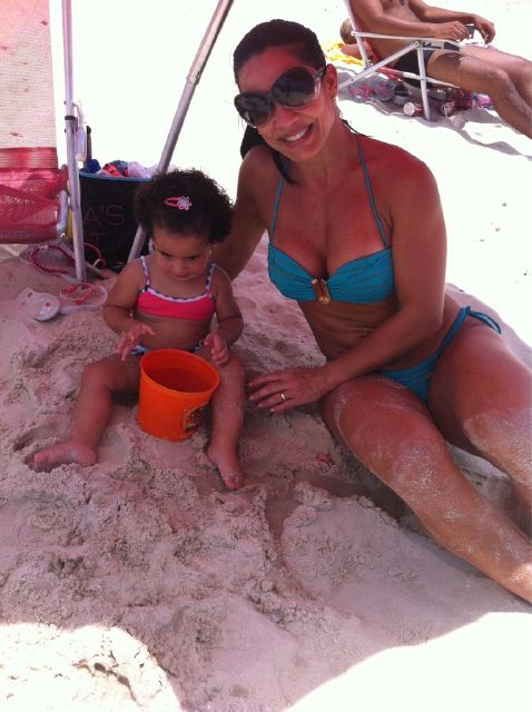 Scheila Carvalho com a filha Julia (Foto: Reprodução/Twitter)