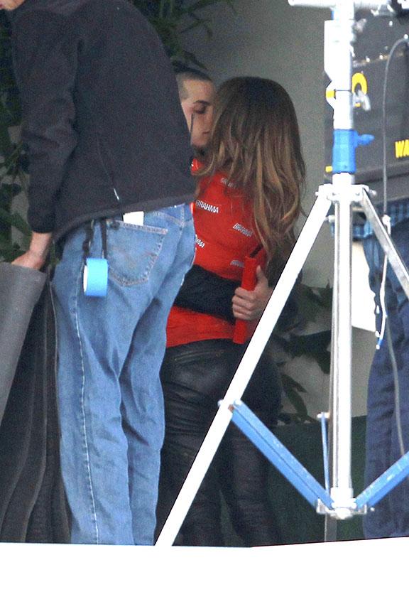 Jennifer Lopez com o namorado em set de novo vídeo (Foto: Honopix)