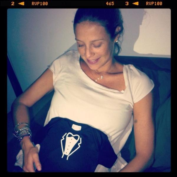 Luana PIovani e presente que ganhou em seu chá de bebê (Foto: Reprodução/Twitter)