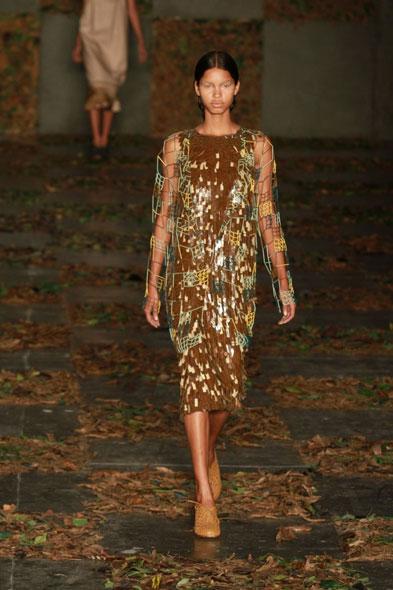 Coleção proposta pela estilista Danielle Jensen focou em cortes retos
