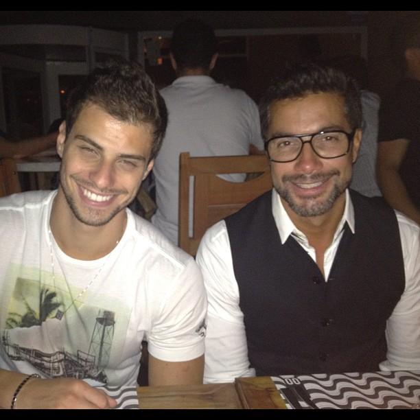 Lucas Malvacini e Fernando Torquatto jantam m São Paulo (Foto: Twitter/ Reprodução)