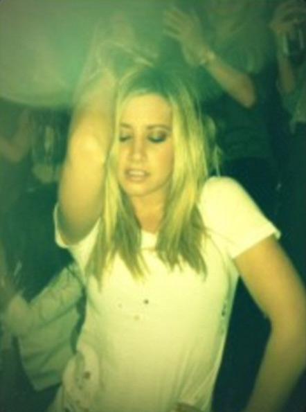 Ashley Tisdale (Foto: Twitter/Reprodução)
